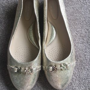 Kenneth Cole champagne flats